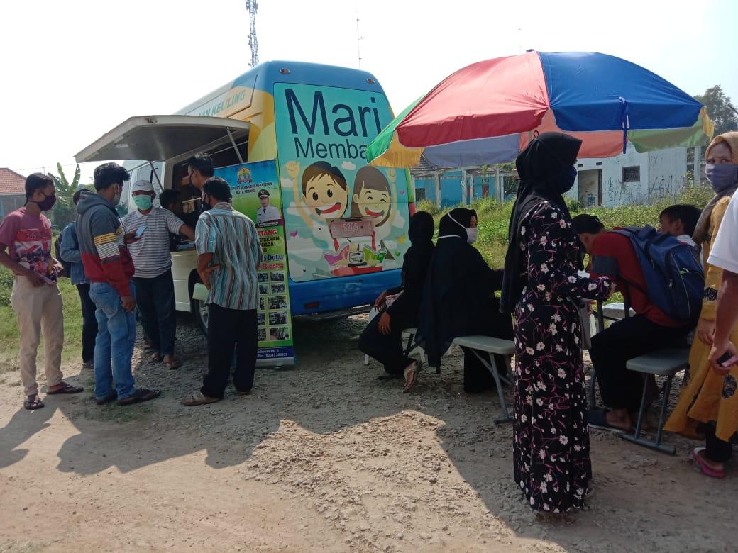 Kunjungan Mobil Perpustakaan Keliling PUSLING Dinas Perpustakaan dan Kearsipan DPK Kota Serang di Kecamatan Kasemen pada Hari Rabu 01 Juli 2020