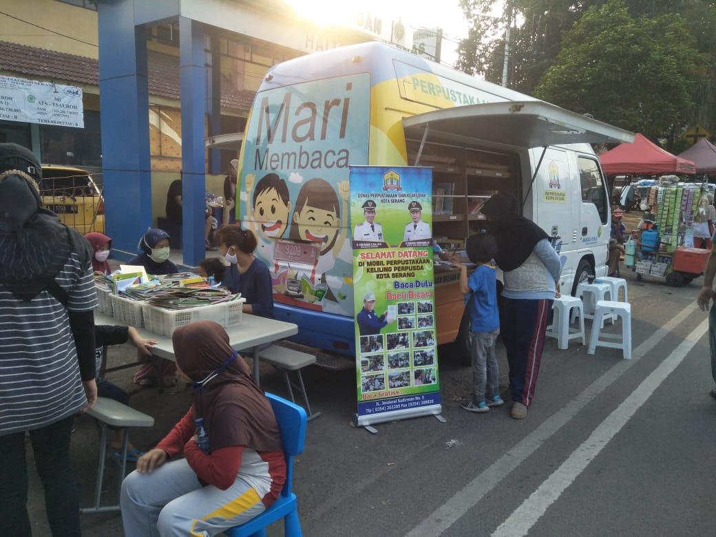 Kegiatan Perpustakaan Keliling pada Acara Car Free Day Kota Serang Hari Minggu, 28 Juni 2020.