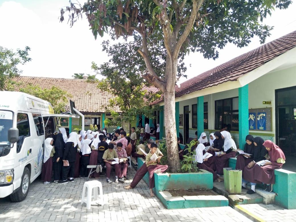 Mobil Perpustakaan Keliling PUSLING Kunjungi Sekolah Dasar Negeri 21 Kota Serang
